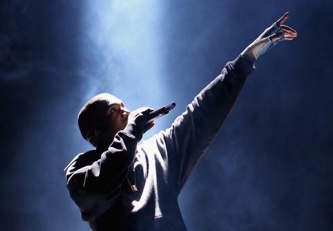 Hand, Standing, Elbow, Audio equipment, Music artist, Artist, Pop music, Backlighting, Orator, Gesture,