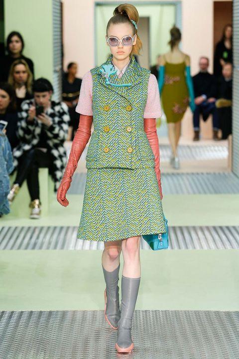 Leg, Green, Human body, Textile, Joint, Outerwear, Fashion show, Pattern, Style, Dress,