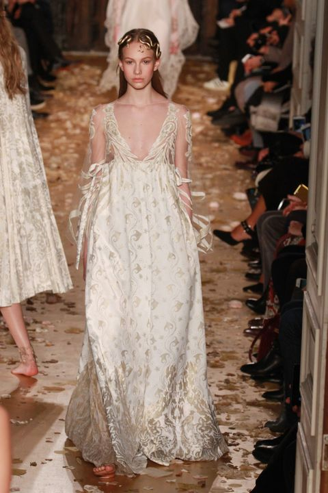 Shoulder, Dress, Textile, Style, Bridal clothing, Wedding dress, Gown, Formal wear, Fashion, Headpiece,