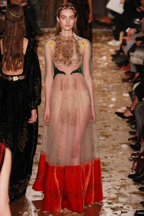 Dress, Style, Formal wear, Fashion show, One-piece garment, Fashion, Fashion model, Runway, Day dress, Costume design,