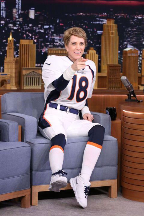 Sports uniform, Jersey, Human leg, Sportswear, Knee, Thigh, Sports jersey, Sock, Glove, Sports gear,