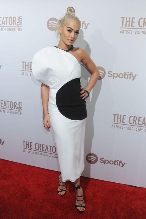 Shoulder, Flooring, Style, Eyelash, Carpet, Fashion, Logo, Waist, Premiere, Fashion model,