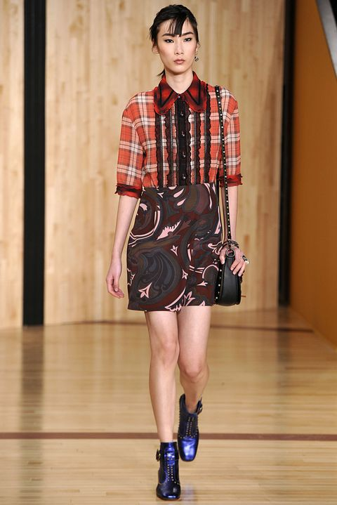 Clothing, Sleeve, Shoulder, Human leg, Collar, Joint, Style, Floor, Plaid, Pattern,
