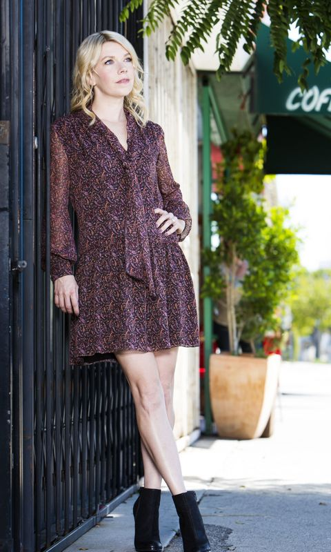 Clothing, Sleeve, Shoulder, Human leg, Collar, Textile, Joint, Outerwear, Style, Street fashion,