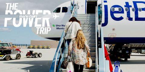 Mode of transport, Transport, Passenger, Airplane, Public transport, Aerospace engineering, Service, Airliner, Travel, Bag,