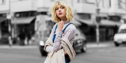 Style, Street fashion, Bangs, Bag, Jacket, Blond, Feathered hair, Luggage and bags, Brown hair, Snapshot,