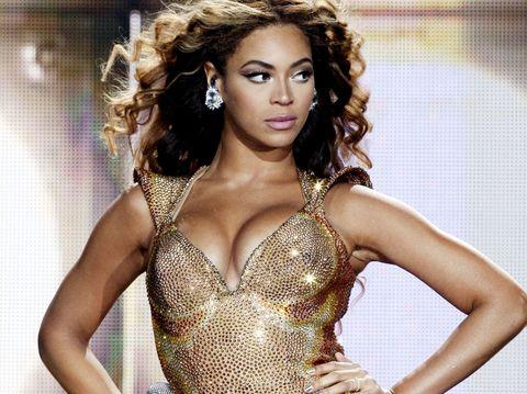 Fashion model, Beauty, Fashion, Thigh, Earrings, Model, Eyelash, Trunk, Chest, Abdomen,
