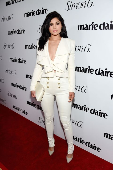 Sleeve, Skin, Shoulder, Outerwear, White, Style, Formal wear, Collar, Fashion model, Waist,