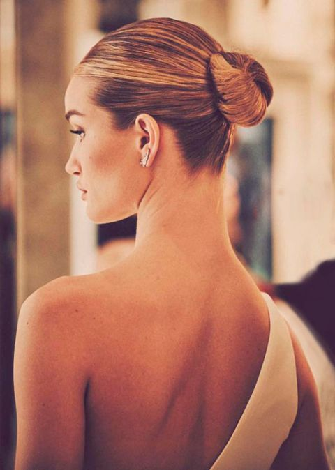 Ear, Hairstyle, Skin, Forehead, Shoulder, Eyebrow, Earrings, Style, Hair accessory, Back,