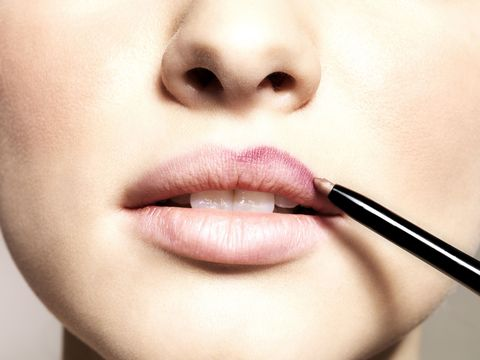 This Five-Second Tutorial Will Show You *Exactly* How to Line Your Lips, Once and for All
