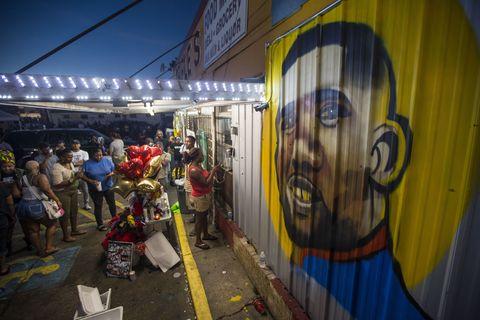 Street, Graffiti, Mural, Tints and shades, Paint, Street art, Electricity, Art paint, Visual arts, Market,