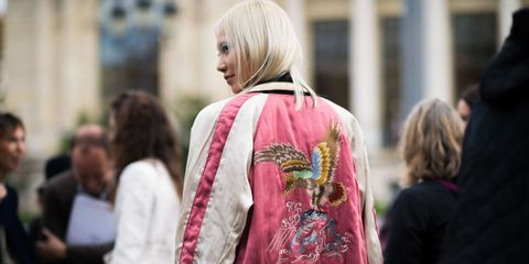 Street fashion, Magenta, Fashion, Blond, Bag, Shoulder bag, Hair coloring,