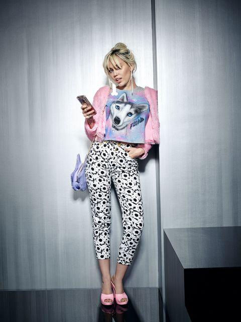 Clothing, Leg, Pink, Style, Fashion, Knee, Street fashion, Magenta, Waist, Foot,