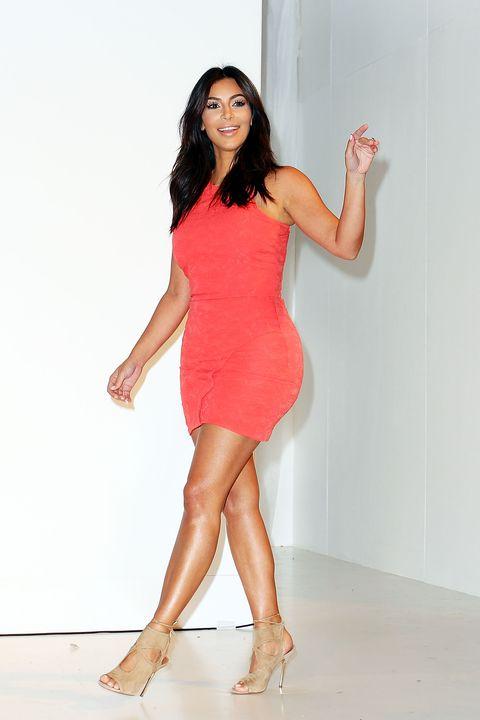 Leg, Finger, Human leg, Dress, Sleeve, Skin, Shoulder, High heels, Standing, Joint,