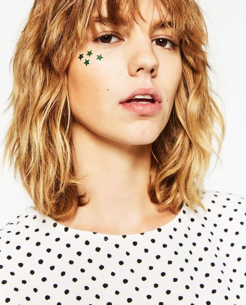 <p>This is current-season Zara! S/O to whoever did the makeup, because just as the high-street store is scary-good at translating the runway's&nbsp;sensibilities, so too was the MUA at SparkNotes-ing&nbsp;looks such as&nbsp;the two ahead. &nbsp;</p>