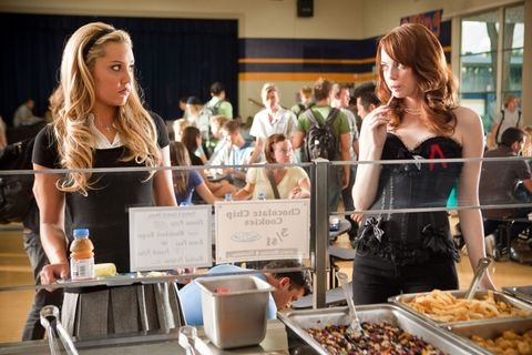 EASY A, from left: Amanda Bynes, Emma Stone, 2010. ph: Adam Taylor/©Screen Gems/Courtesy Everett Collection