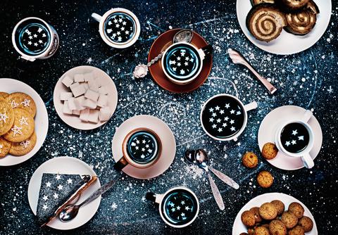 Circle, Dishware, Kitchen utensil,