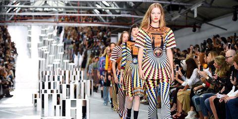 Fashion show, Style, Runway, Street fashion, Fashion model, Fashion, Pattern, Model, Public event, Fashion design,