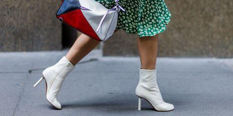 Human leg, Textile, Joint, Bag, Street fashion, Fashion, Knee, Teal, Costume, Calf,