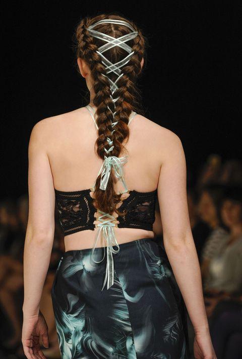 Hairstyle, Waist, Fashion, Back, Abdomen, Long hair, Fashion model, Trunk, Model, Blond,