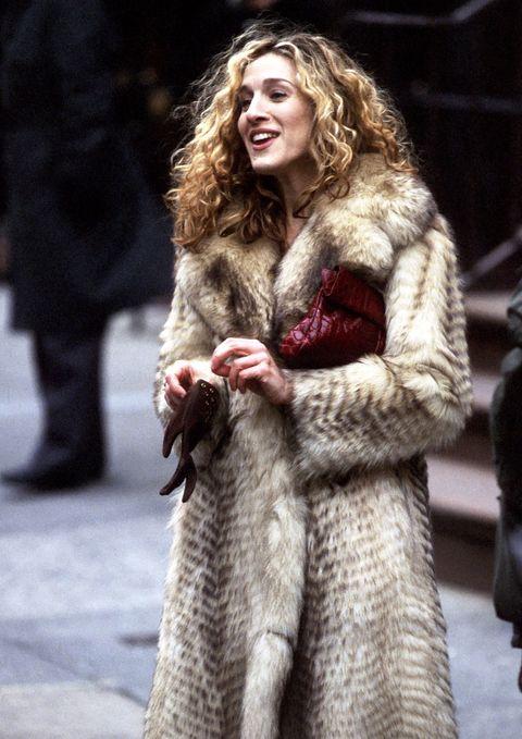 Textile, Winter, Fur clothing, Street fashion, Natural material, Fashion, Animal product, Long hair, Fashion model, Fur,