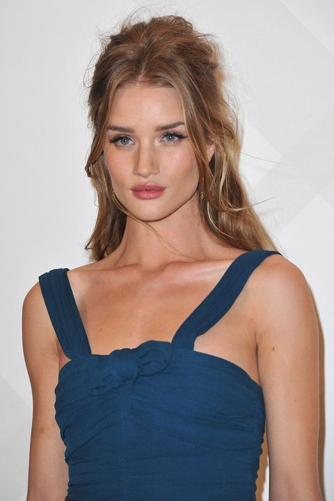 Hair, Shoulder, Clothing, Hairstyle, Fashion model, Blond, Beauty, Brown hair, Cocktail dress, Dress,