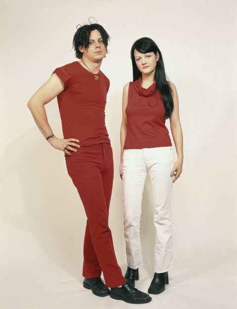 Sleeve, Shoulder, Standing, Joint, White, Waist, Style, Elbow, Black hair, Fashion,