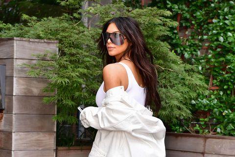 Clothing, Eyewear, Vision care, Glasses, Shoulder, Sunglasses, Goggles, Street fashion, Beauty, Long hair,
