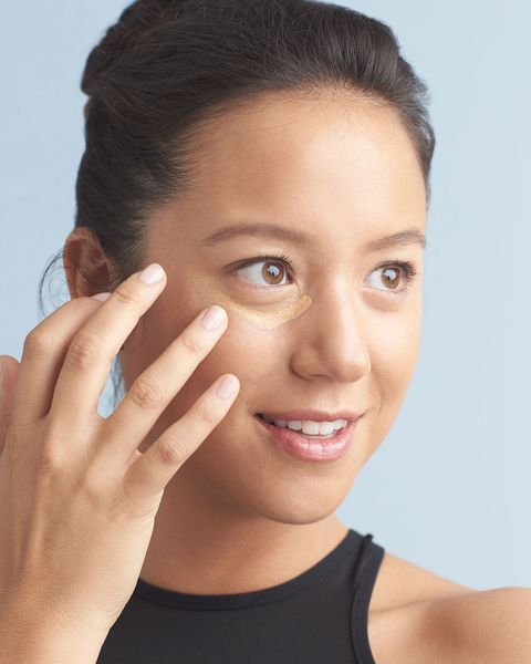 How to use concealer to cover dark circles and look less tired