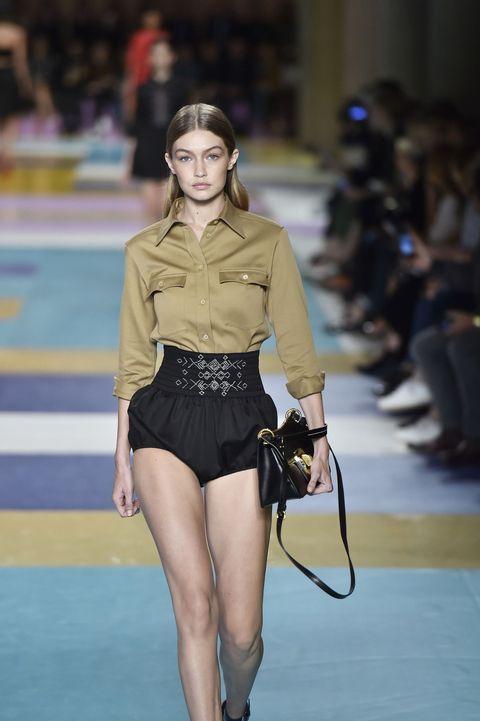 Sleeve, Human body, Human leg, Shoulder, Joint, Waist, Thigh, Fashion model, Knee, Street fashion,
