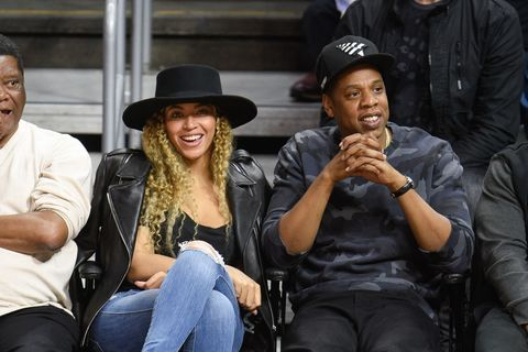 "<p>Bey gave off ""Formation"" vibes with a black wide-brim hat, black motorcycle jacket, black top and jeans.&nbsp;</p>"