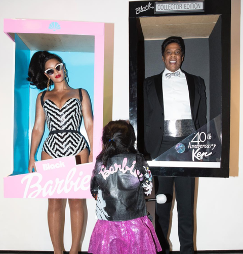 Eyewear, Style, Pink, Bag, Fashion, Magenta, Sunglasses, Black hair, Waist, Luggage and bags,