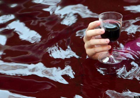 Fluid, Liquid, Glass, Drink, Alcoholic beverage, Barware, Drinkware, Alcohol, Liqueur, Distilled beverage,