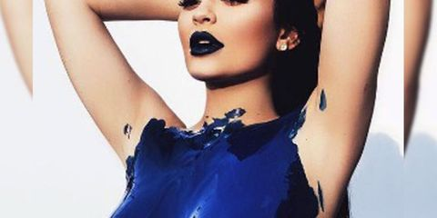 Lip, Hairstyle, Skin, Eyelash, Style, Earrings, Beauty, Fashion, Neck, Black,