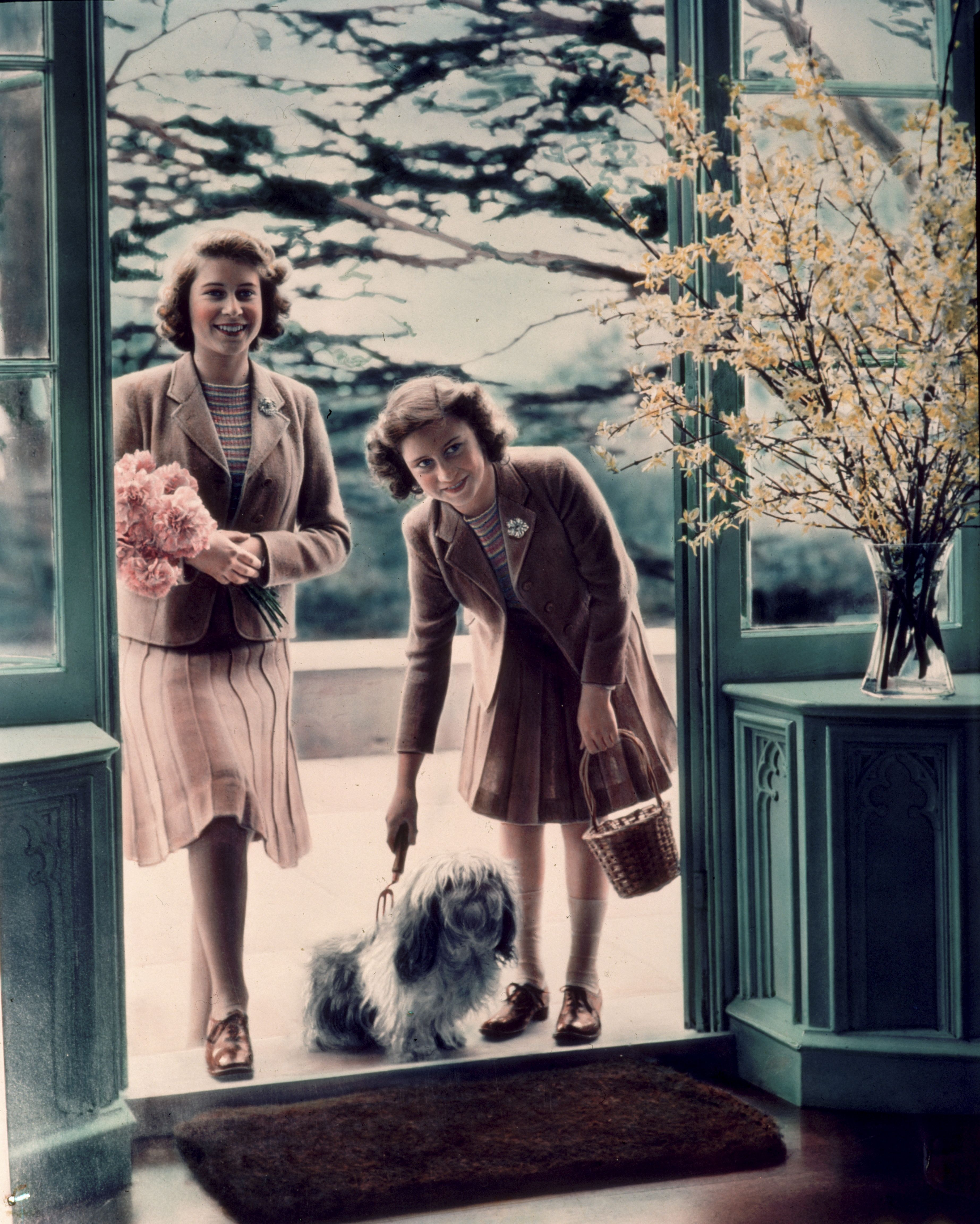 Beautiful Photos Of Queen Elizabeth And Princess Margaret When They