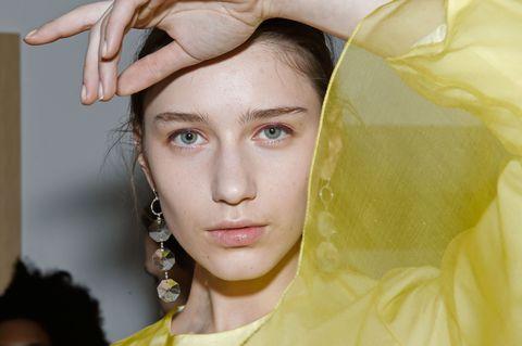 Yellow, Skin, Forehead, Eyebrow, Eyelash, Style, Organ, Temple, Neck, Earrings,