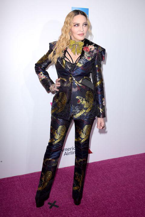 Flooring, Style, Purple, Fashion model, Costume design, Fashion, Carpet, Violet, Costume, Fashion design,