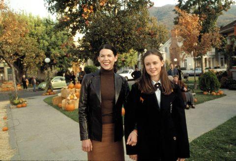 Coat, Tree, Blazer, Overcoat, Sidewalk, Walkway, Trench coat, Handbag, Autumn, Pumpkin,