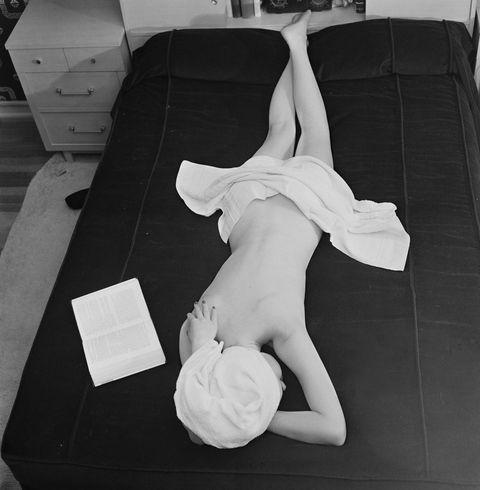 Human leg, Joint, White, Wrist, Knee, Monochrome, Monochrome photography, Black-and-white, Sculpture, Ankle,