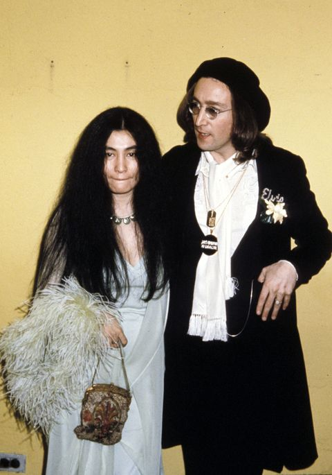 <p>Yoko Oko&nbsp;and John Lennon are young and in&nbsp;love (and looking very sharp) at the '75 Grammy's.&nbsp;</p>