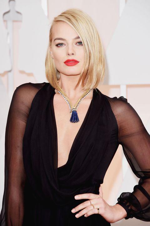 Hairstyle, Shoulder, Style, Dress, Body jewelry, Fashion model, Jewellery, Eyelash, Fashion accessory, Fashion,