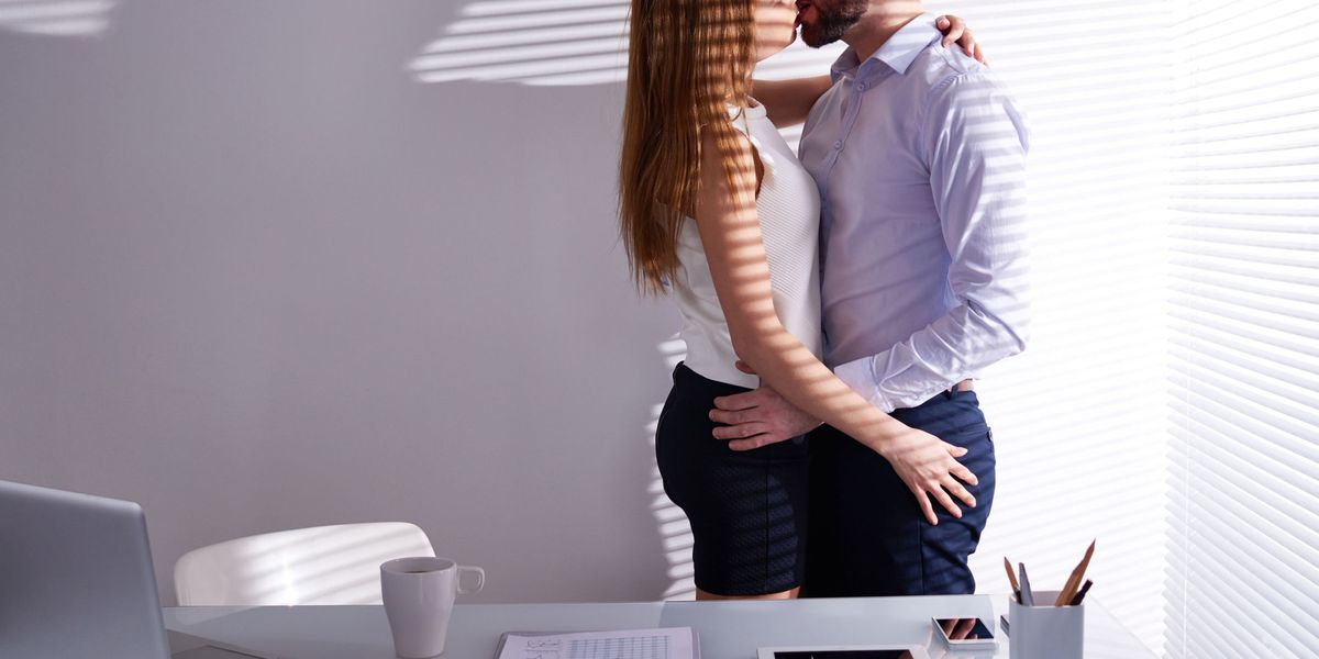 Co-Worker Hookup Stories- I Hooked Up With My Co-worker