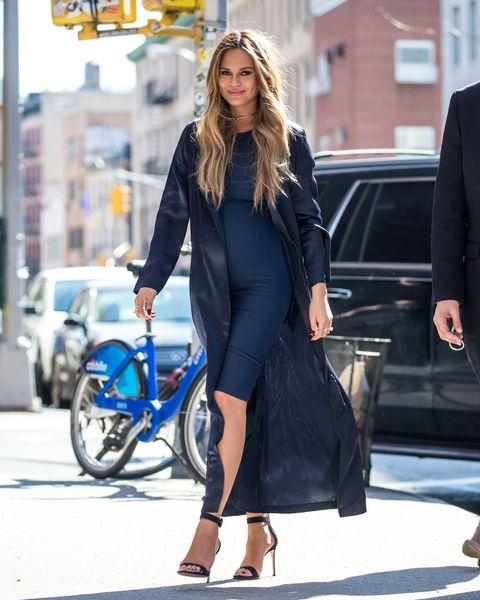 Sleeve, Outerwear, Formal wear, Coat, Style, Fender, Street fashion, Bag, Dress, Fashion accessory,
