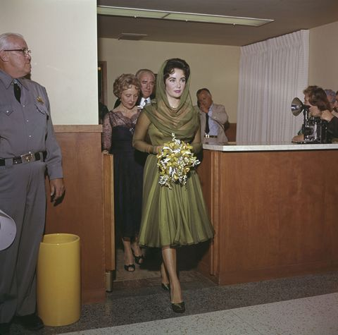 <p>Marrying Eddie Fisher in 1959. Love the hood.</p>