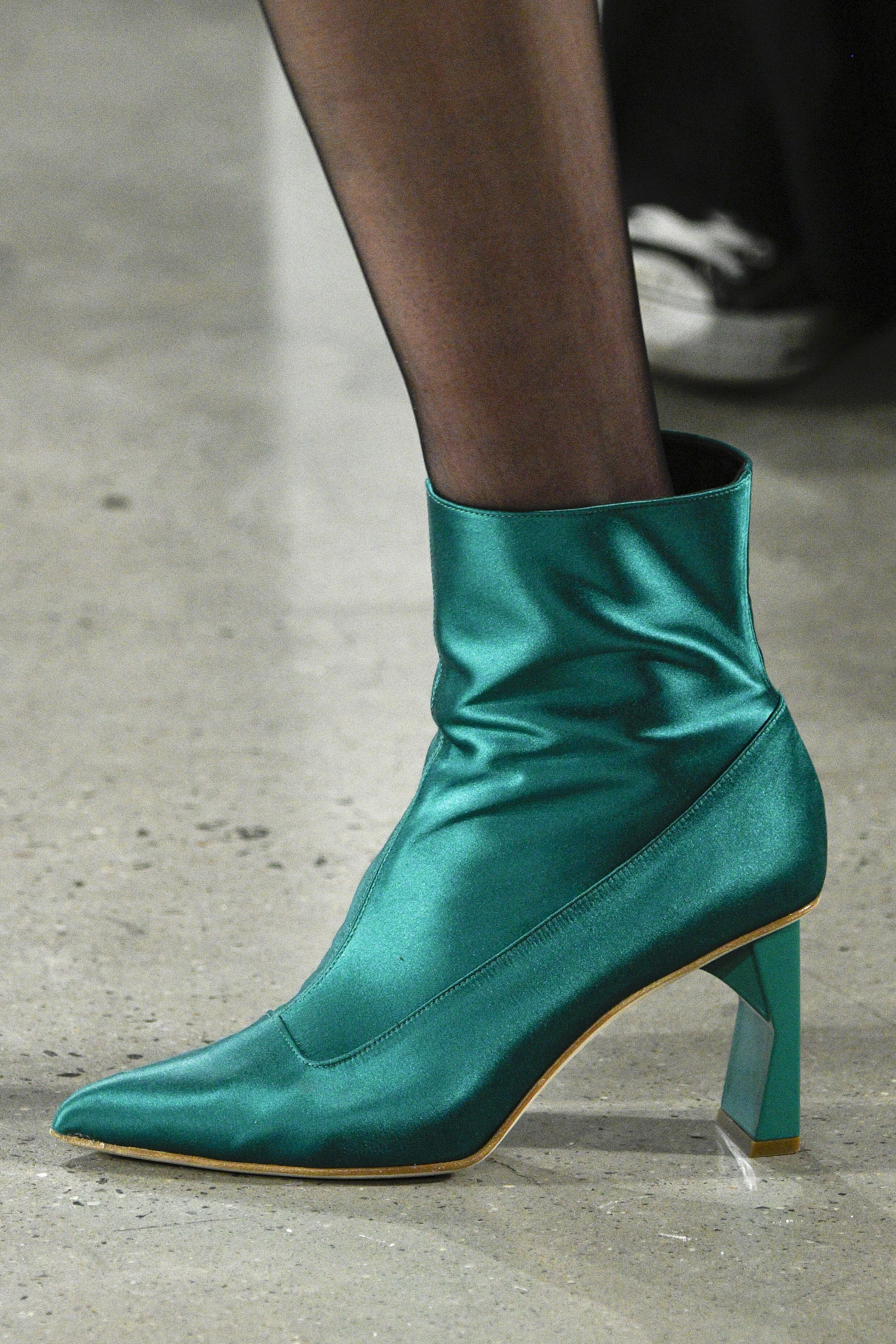 <p>In teal satin, swoon.</p>