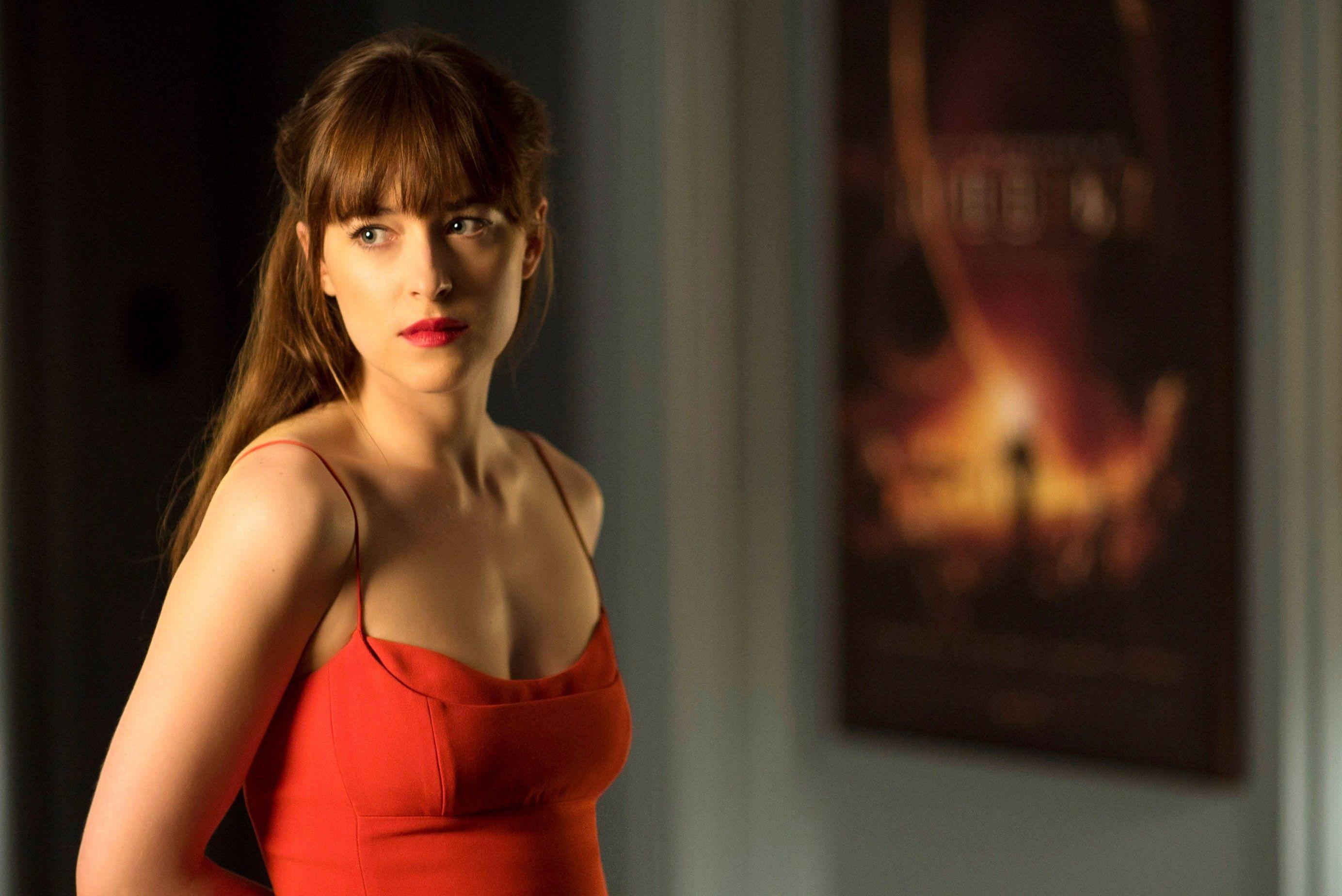 Dakota Johnson In Fifty Shades Is Making Bangs Hot Not Cute