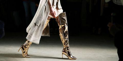 Human leg, Joint, Fashion, Khaki, Beige, Foot, Sandal, Ankle, Performance art, Fashion design,