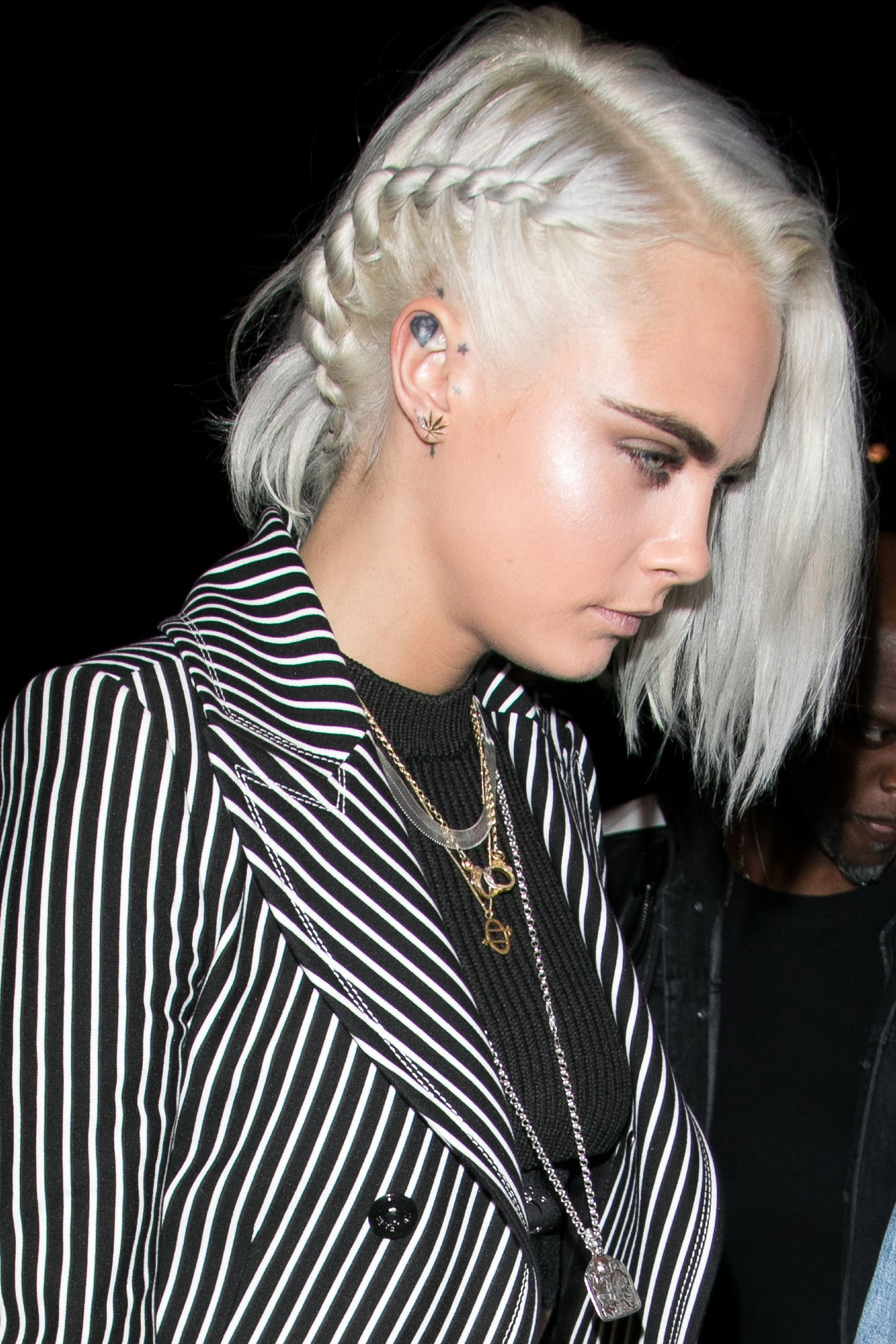 <p>During PFW, Delevingne played up her new silver platinum dye job with a frosty highlight.</p>