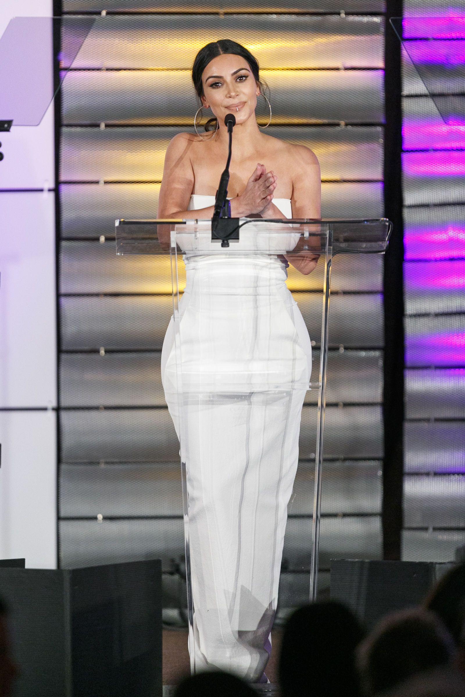 d8a692cbc6e7 Kim Kardashian Street Style - Kim Kardashian Best Looks