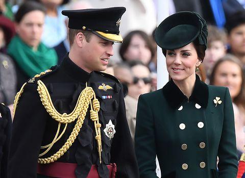 Uniform, Collar, Headgear, Fashion, Costume accessory, Military uniform, Military person, Military, Tradition, Badge,